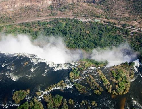 Retour à Victoria Falls : Emplettes, hélico et croisière
